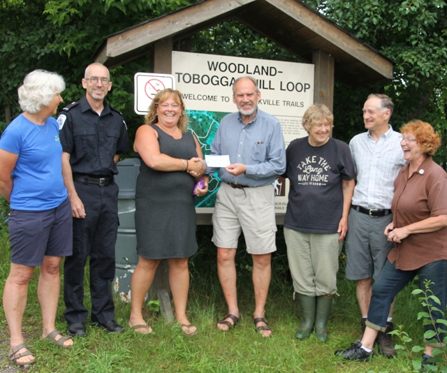 Run Merrickville Presents Cheque to Merrickville District Trails Society